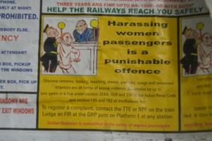 Papan imbauan di gerbong kereta di India